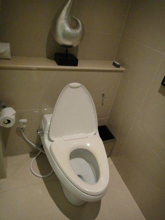 Pullman Bangkok Grande Sukhumvit: toilet
