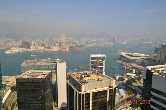 Island Shangri-La Hong Kong: вид на Коулун