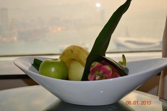 Island Shangri-La Hong Kong: фрукты всегда свежие