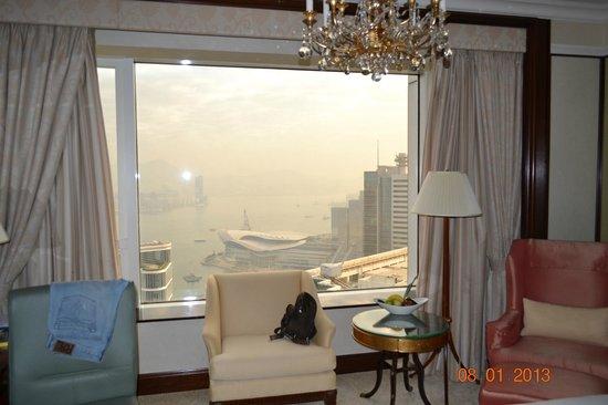 Island Shangri-La Hong Kong: Огромные окна