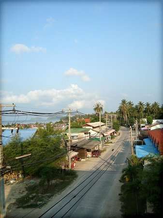 Baan Tai Backpackers: View on a road to Thong Sala from our room / balcony