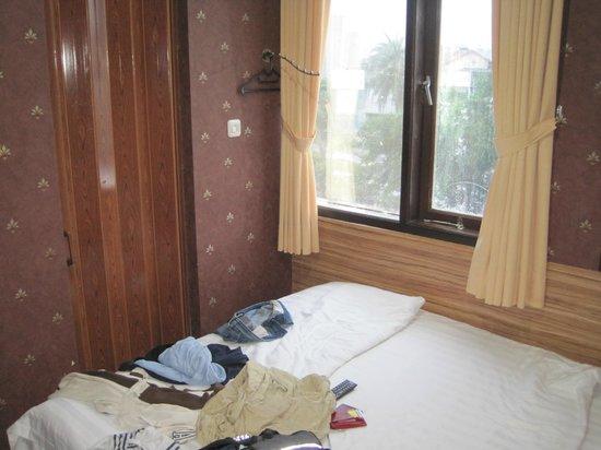 Rumah Shinta : Camera e porta del bagno
