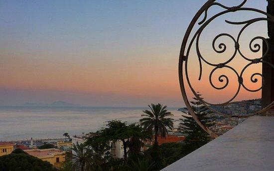 Britannique Hotel: finiture liberty del balconcino