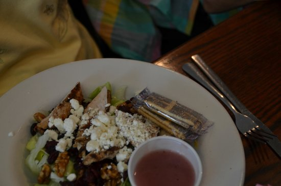 Oakwood Smokehouse & Grill: Poor shot of the salad.