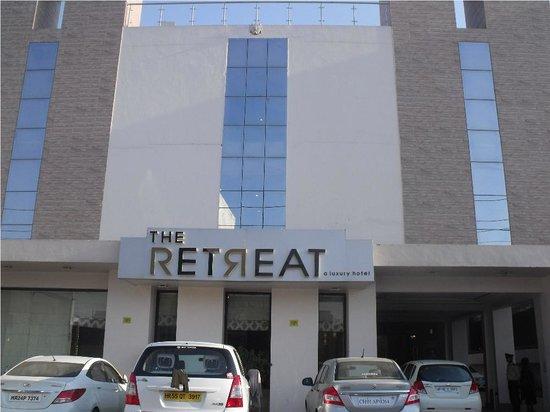 ذا ريتريت: Front of the hotel
