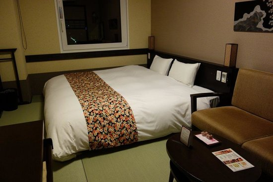 Takayama Ouan: Bed