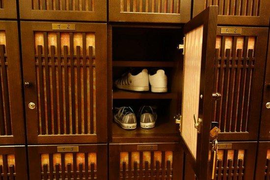 Takayama Ouan: Shoe locker