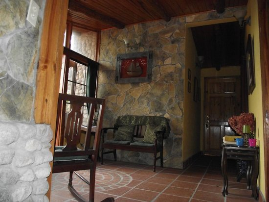 Casa Di Pietra: Sitting area outside our room (tv we never watched is here)