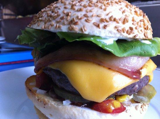 Angeles Chiles Y Demonios : nuestra hamburguesa