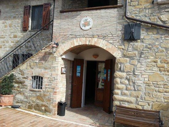 Agriturism Restaurant Il Melograno: Ingresso ristorante