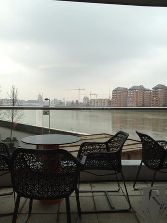 Crowne Plaza London - Battersea: Balcony in Restaurant