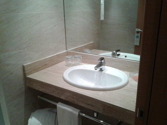 NH Logroño: lavabo