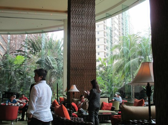 Edsa Shangri-La: Lobby bar (live piano/singer in the evenings)