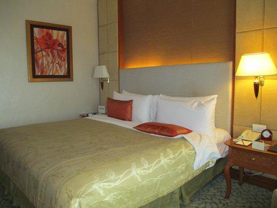 Edsa Shangri-La: Standard bedroom