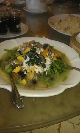 Golden Bay Fresh Seafood Restaurant: Spinach with Century Egg