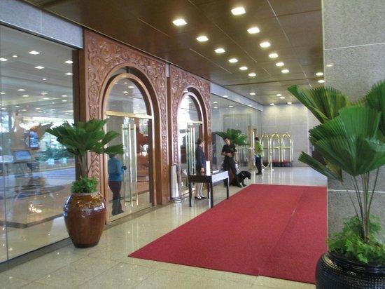 Edsa Shangri-La, Manila: Shagri La Edsa Hotel entrance