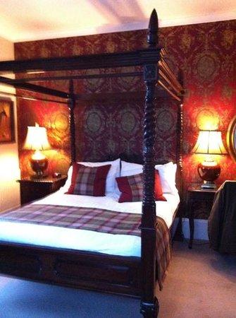 Knockendarroch Hotel & Restaurant: four poster room