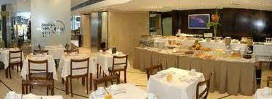 Bisonte Palace: Café da manhã bem servido
