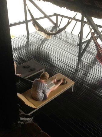 Finca Barlovento Cabaña & Maloka: Deck area with lounge chairs and hammocks.