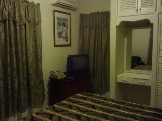 Emerald Ridge Guest House: Basic Bedroom