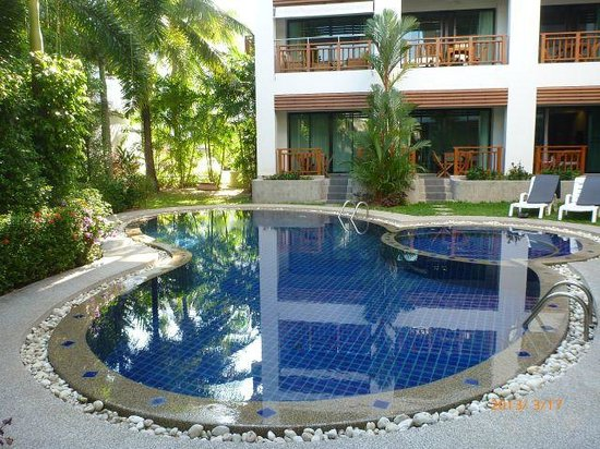 Surin Sabai Condominium: Smallish pool