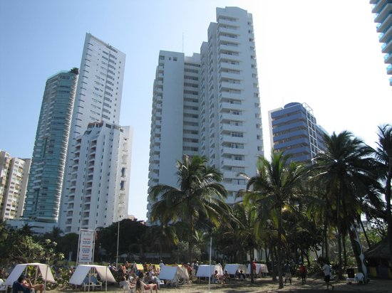Decameron Cartagena: vue de la plage sur l'hôtel
