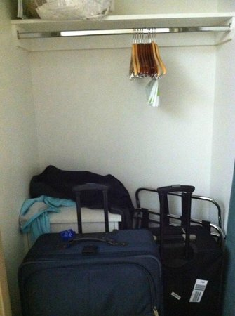 SpringHill Suites Houston Intercontinental Airport: walk in closet