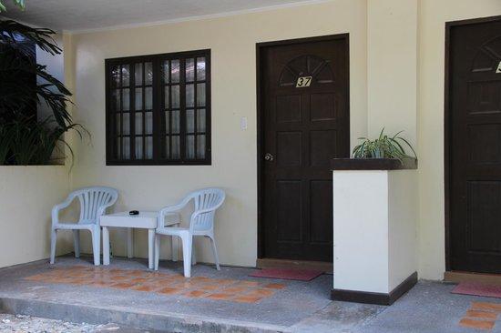 Casa Pilar Beach Resort: Outside of room!