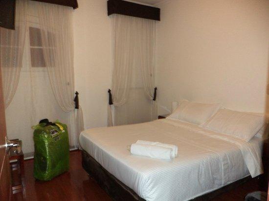 Ambar Hotel: Habitación, pequeña pero agradable