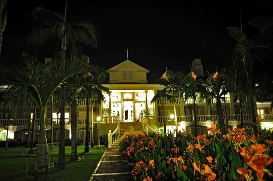 Sugar Beach Golf & Spa Resort: Night view