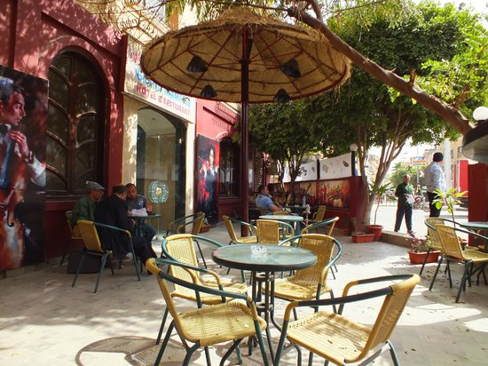 Caffe Moka: Seating in the shade