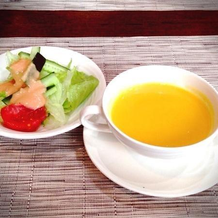 Hani: サラダ、人参とサツマイモのポタージュ