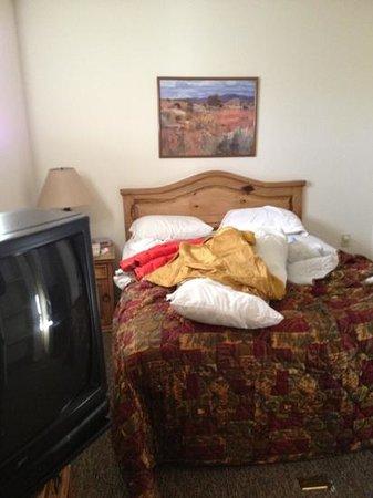 The Santa Fe Suites: bed