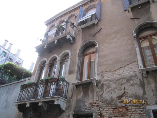 Hotel Al Ponte Mocenigo: Second Floor with Balcony