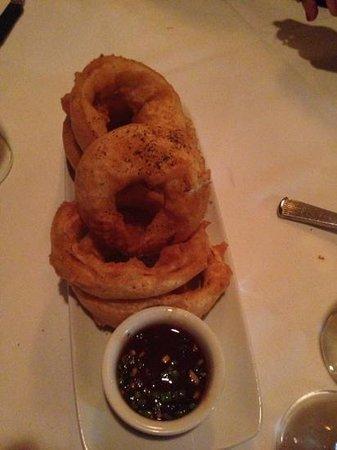 Ruth's Chris Steak House: Onion Rings...giganti!