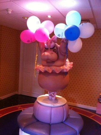 Disneyland Hotel : Fantasia Hippo Ballerina in front of the Child Care area