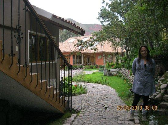 Hotel Pisonay Pueblo: Camino del hotel