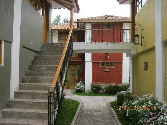 Hotel Pisonay Pueblo : Camino a habitaciones