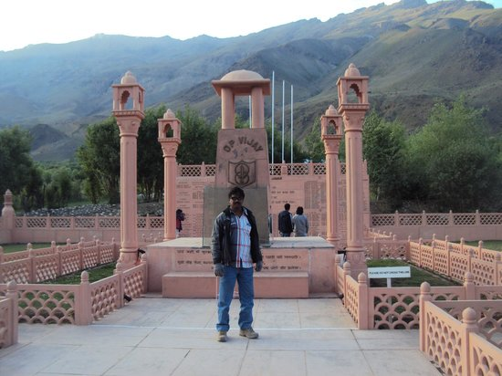 Kargil, Hindistan: Drass war Memorial 5km away from drass