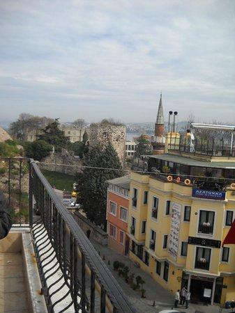 Star Hotel Istanbul: Vista desde la terraza donde se desayuna
