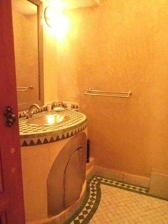 Riad Dar Beldia: Bathroom