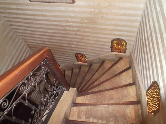 Riad Dar Beldia: Staircase to rooms and terrace