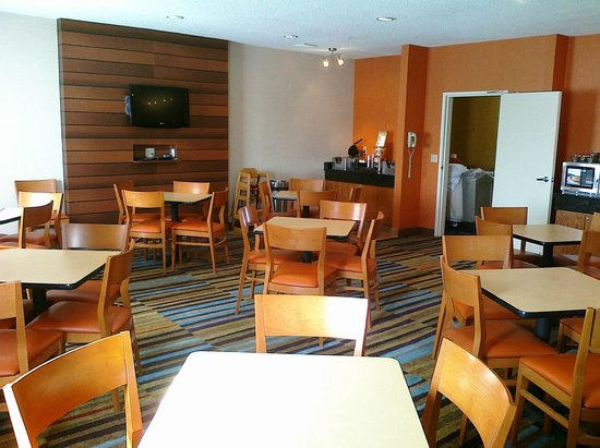 Fairfield Inn Duluth: refreshed breakfast room