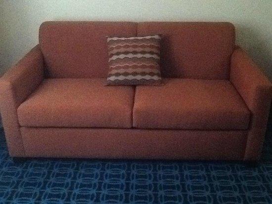 Fairfield Inn Duluth: sofa sleepers