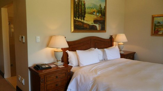 Asara Wine Estate & Hotel: Bed