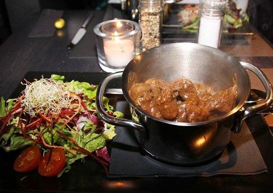 Markt 22: Salad and the Flemish beef stew