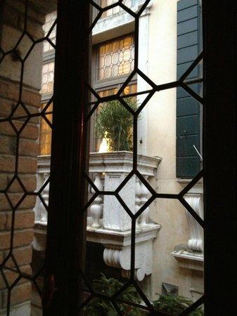 Novecento Boutique Hotel: Вид на соседнее здание