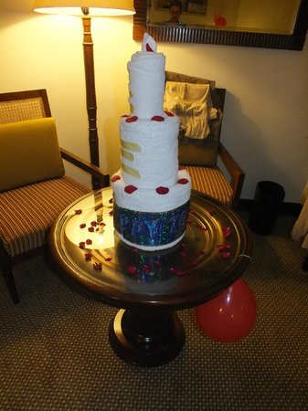 Hilton Luxor Resort & Spa: Towel sculpture for birthday