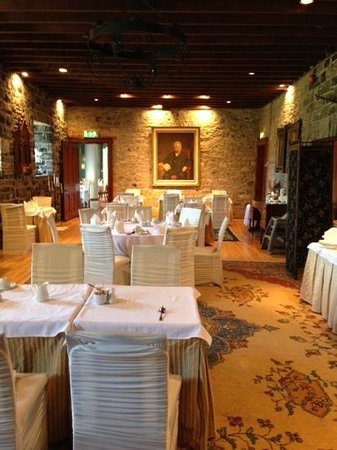 Ballyseede Castle: Lovely breakfast room