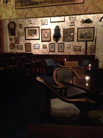 Ballyseede Castle: Bar in castle-delicious food!